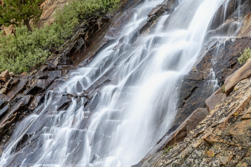 Waterfall-Closeup-Eastern-Sierra-_Z7Z0119